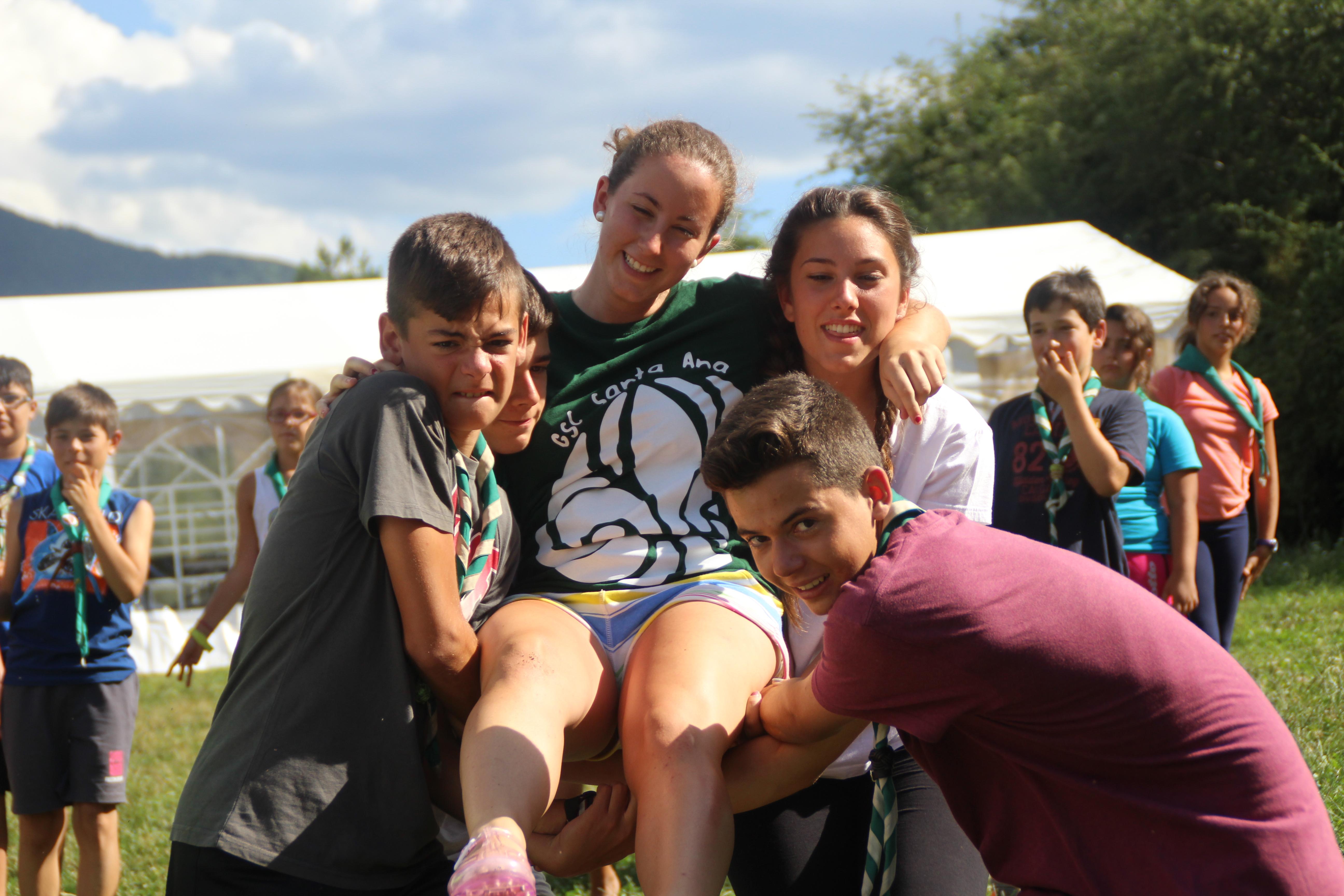 15-16 - Grupo - Campamento de verano - P210