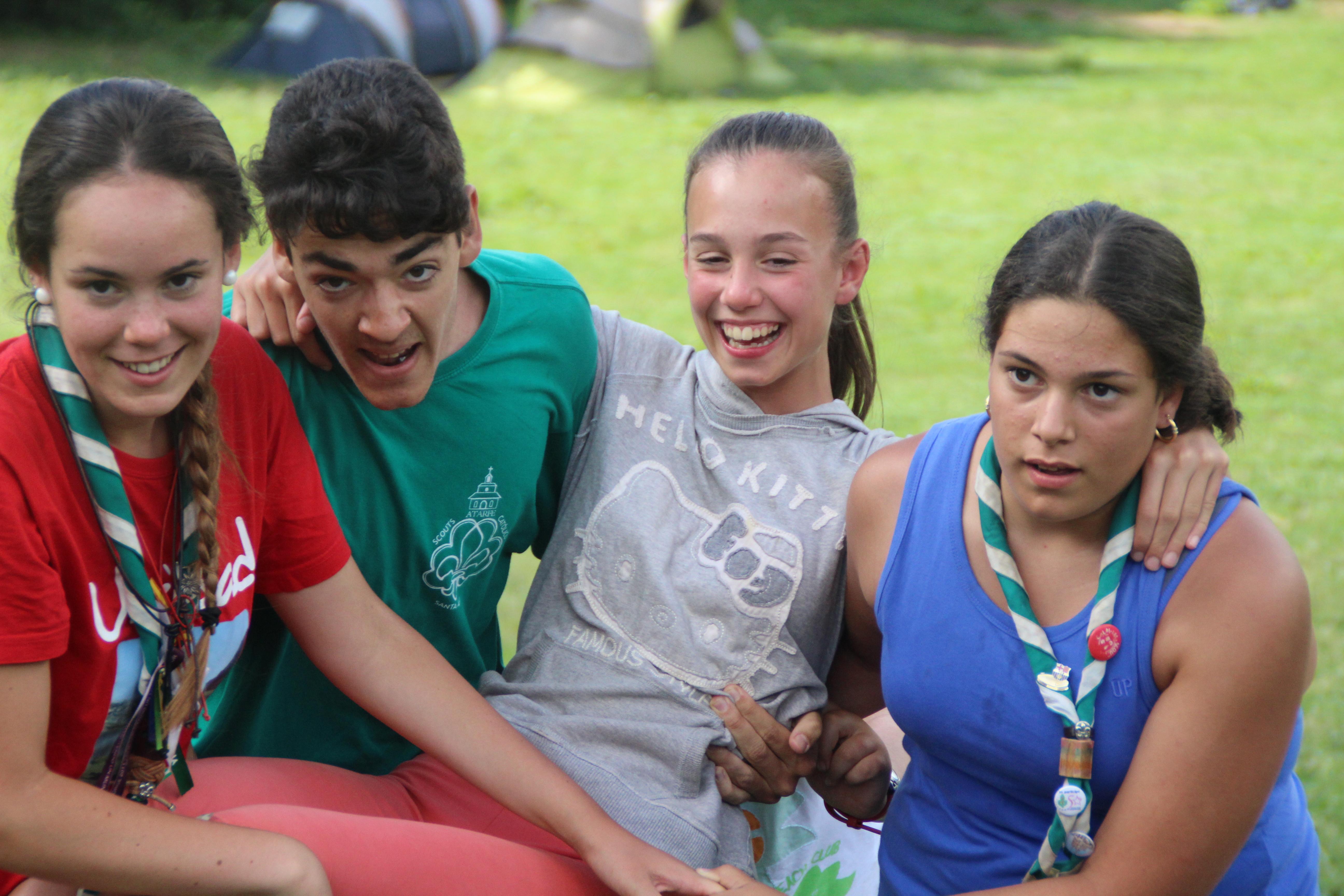 15-16 - Grupo - Campamento de verano - P214
