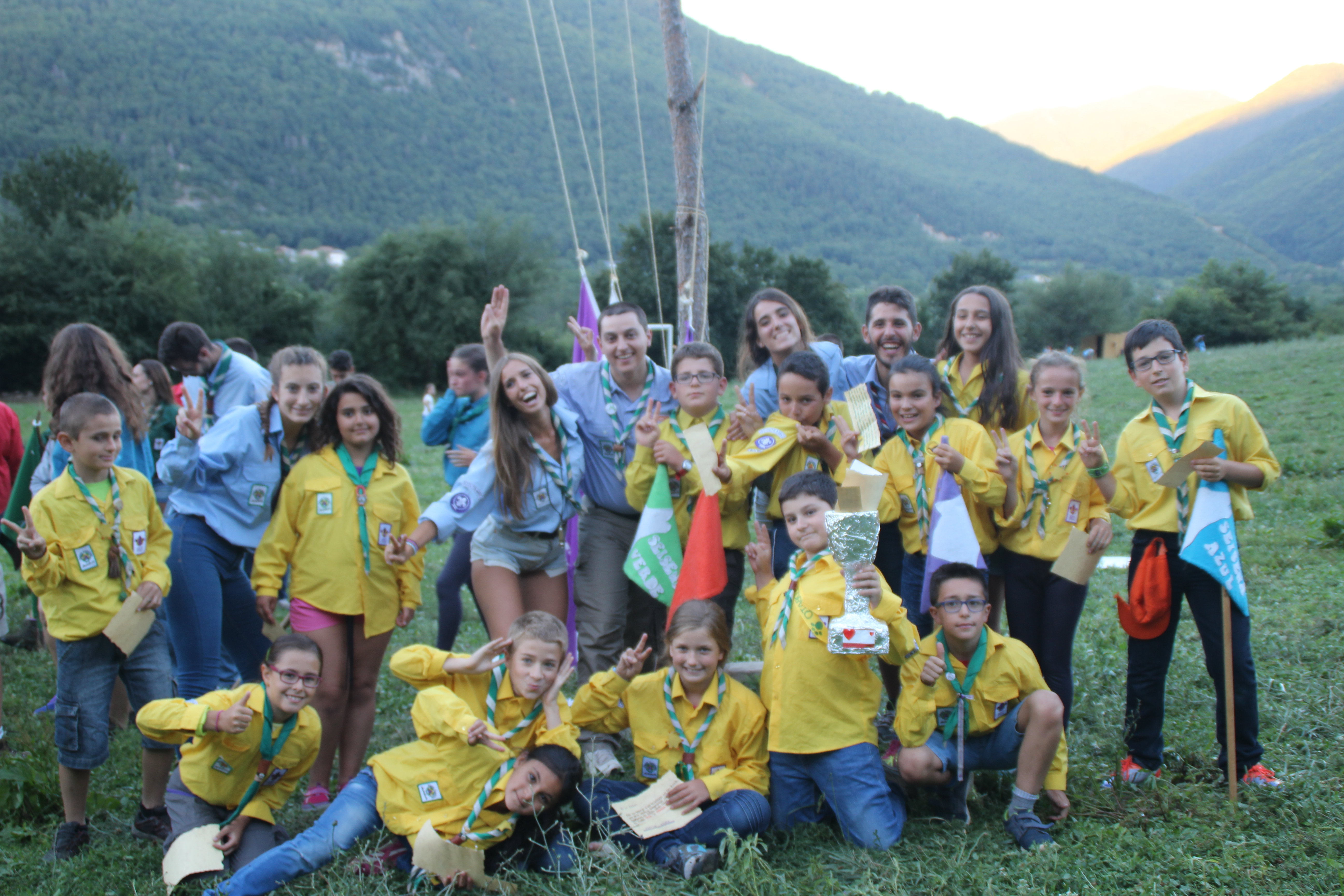 15-16 - Grupo - Campamento de verano - P415
